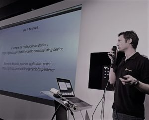 Alex making a demo of DX API at CommitIOT meet-up hosted at 42 dev school in Paris.